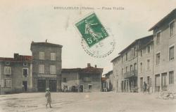 Brullioles (Rhône) : Place Vieille