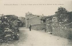 Echalas (Rhône) : Vue du village pris de coté de la maison de Monsieur le Maire