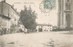 Fleurie (Rhône) : Place de l'Eglise