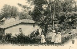 Claveisolles (Rhône) : Le Moulin et le Pigeonnier