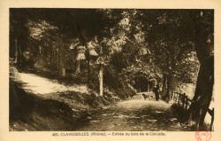 Claveisolles (Rhône) : Entrée du bois de la Corcelle