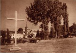 Abbaye N.-D. d'Aiguebelle : Vue prise du Sud-Est ; Croix commémorative des Solennités du VIIIe Centenaire (1937)