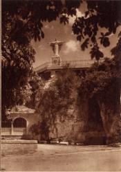 Abbaye N.-D. d'Aiguebelle : Statue du Christ Roi, érigée en 1937