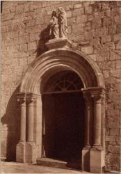 Abbaye N.-D. d'Aiguebelle : Porche d'entée des bâtiments claustraux