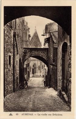 Aubenas (Ardèche) : La vieille rue Délicières