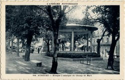 Aubenas (Ardèche) : Kiosque à musique du Champ de Mars