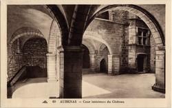 Aubenas (Ardèche) : Cour intérieure du Château