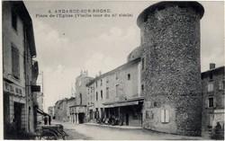 Andance-sur-Rhône (Ardèche) : Place de l'Église, vieille tour du XIe siècle