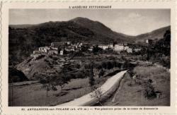 Antraigues-sur-Volane (alt. 471 m. - Ardèche) : Vue générale prise de la route de Genestelle