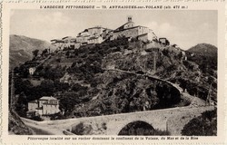 Antraigues-sur-Volane (alt 471 m. Ardèche) : Pittoresque localité sur un rocher dominant le confluent de la Volane, du Mas et de la Bise