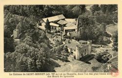 Chevinay (Rhône) : Le château de Saint-Bonnet (alt. 787 m ) et sa chapelle, dans l'un des plus beaux sites des Monts du Lyonnais