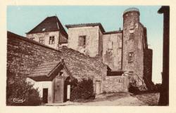 Charnay (Rhône) : Vieux château et tour
