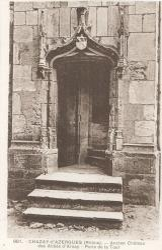 Chazay-d'Azergues (Rhône) : Ancien château des Abbés d'Ainay. Porte de la tour.