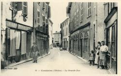 Condrieu (Rhône) : La Grande-Rue