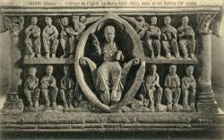 Avenas (Rhône) : Intérieur de l'église. Le Maître-Autel (face). Jésus et ses Apôtres (IXe siècle)