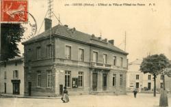 Cours-la-Ville (Rhône) : L'Hôtel de Ville et l'Hôtel des Postes