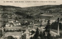 Cours-la-Ville (Rhône) : Quartier des usines. La Fargette, la Grande Ecluse et Vivi (au fond, vallée du Cergne)