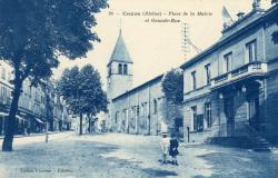 Cours-la-Ville (Rhône) : Place de la Mairie et Grande-Rue