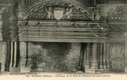 Bagnols (Rhône) : Cheminée de la salle de réception du vieux château