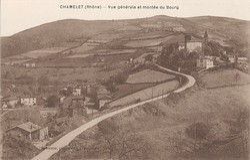 Chamelet (Rhône) : Vue générale et montée du bourg