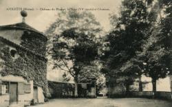 Azolette (Rhône) : Château de Plumet, la Tour (XVe siècle) et l'Avenue