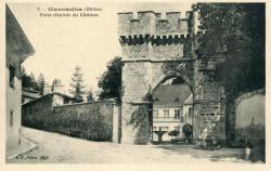Claveisolle (Rhône) : Porte d'entrée du château