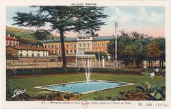 Rive-de-Gier (Loire) : Le Jardin public et l'Hôtel de Ville