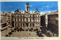 Lyon : Place des Terreaux ; L'hôtel de Ville