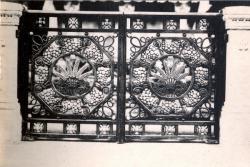 Lyon : Église de L'Immaculée-Conception ; Porte des appuis de communion de la chapelle de l'abside