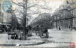 LYON (Croix-Rousse) : Le Marché sur le Boulevard