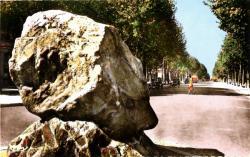 LYON : Boulevard de la Croix-Rousse ; Le Gos Caillou