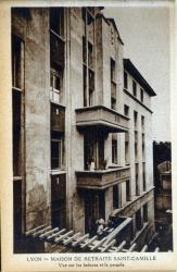 Lyon : Maison de retraite Saint-Camille ; Vue sur les balcons et la pergola