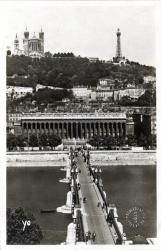Lyon : Pont du Palais de Justice ; sur la Saône et colline de Fourvière