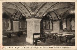 Lyon : Hôpital de St-Pothin ; La crypte du caveau de St-Pothin et les fresques