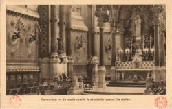 Fourvière : Le maître-autel ; le chandelier pascal ; les stalles