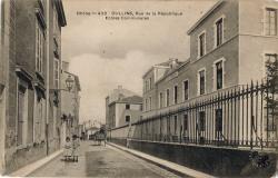 Oullins (Rhône) : Rue de la République. Ecoles Communales