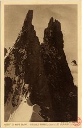 Massif du Mont-Blanc : Aguilles Ravanel (3696 m.) et Mummery (3700 m.)
