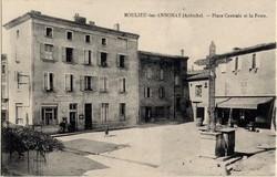 Boulieu-les-Annonay (Ardèche) : Place Centrale et la Poste