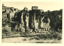 Les Orgues de Balazuc, sur les bords de l'Ardèche (17 km)