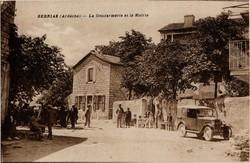Berrias (Ardèche) : La Gendarmerie et la Mairie