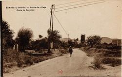 Berrias (Ardèche) : Sortie du village, Route de Beaulieu