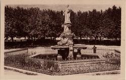 Bourg-Saint-Andéol (Ardèche) : Statue de Dona Vierna