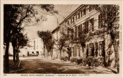 Bourg-Saint-Andéol (Ardèche) : Avenue de la Gare, Les Hôtels