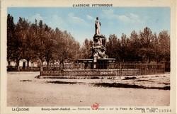 Bourg-Saint-Andéol (Ardèche) : Le Champ de Mars et Statue de Dona Vierna