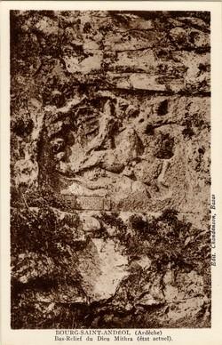 Bourg-Saint-Andéol (Ardèche) : Bas-Relief du Dieu Mithra (état actuel)