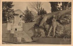 Lyon (Rhône) : Monument aux Morts et un des bas-relief