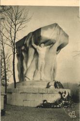 Lyon : Le Monument aux Morts, situé dans l'île des Cygnes, au Parc de la Tête-d'Or.