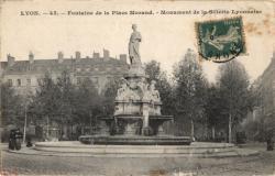 Lyon : Fontaine de la Place Morand ; Monument de la Soierie Lyonnaise