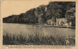 Lyon : Le Lac de la Tête-d'Or, au centre du magnifique parc du même nom et l'Embarcadère