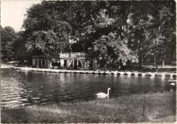 Lyon : Le Parc de la Tête d'Or ; L'embarcadère.